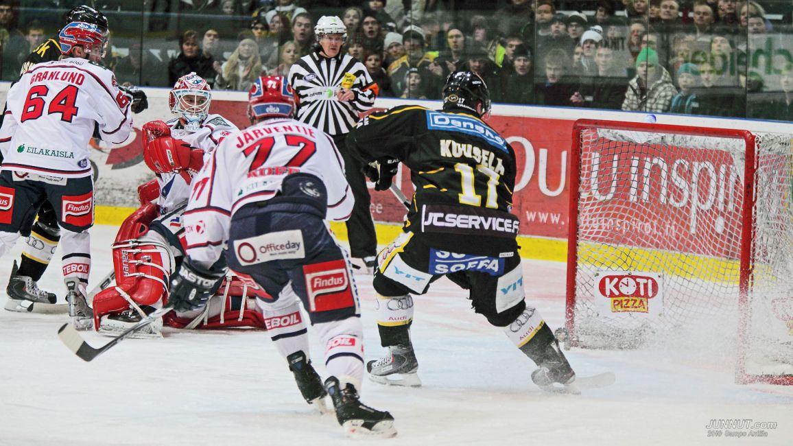 Kärpät - HIFK 30.1.2010. Mikael Granlundin kuvioita ensimmäistä kertaa HIFK-paidassa Raksilan jäällä