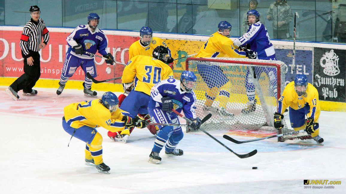 Numero 11 Joel Armia. U17 jääkiekon Suomi - Ruotsi maaottelu Oulussa. Finnkampen 8. - 11.4.2010