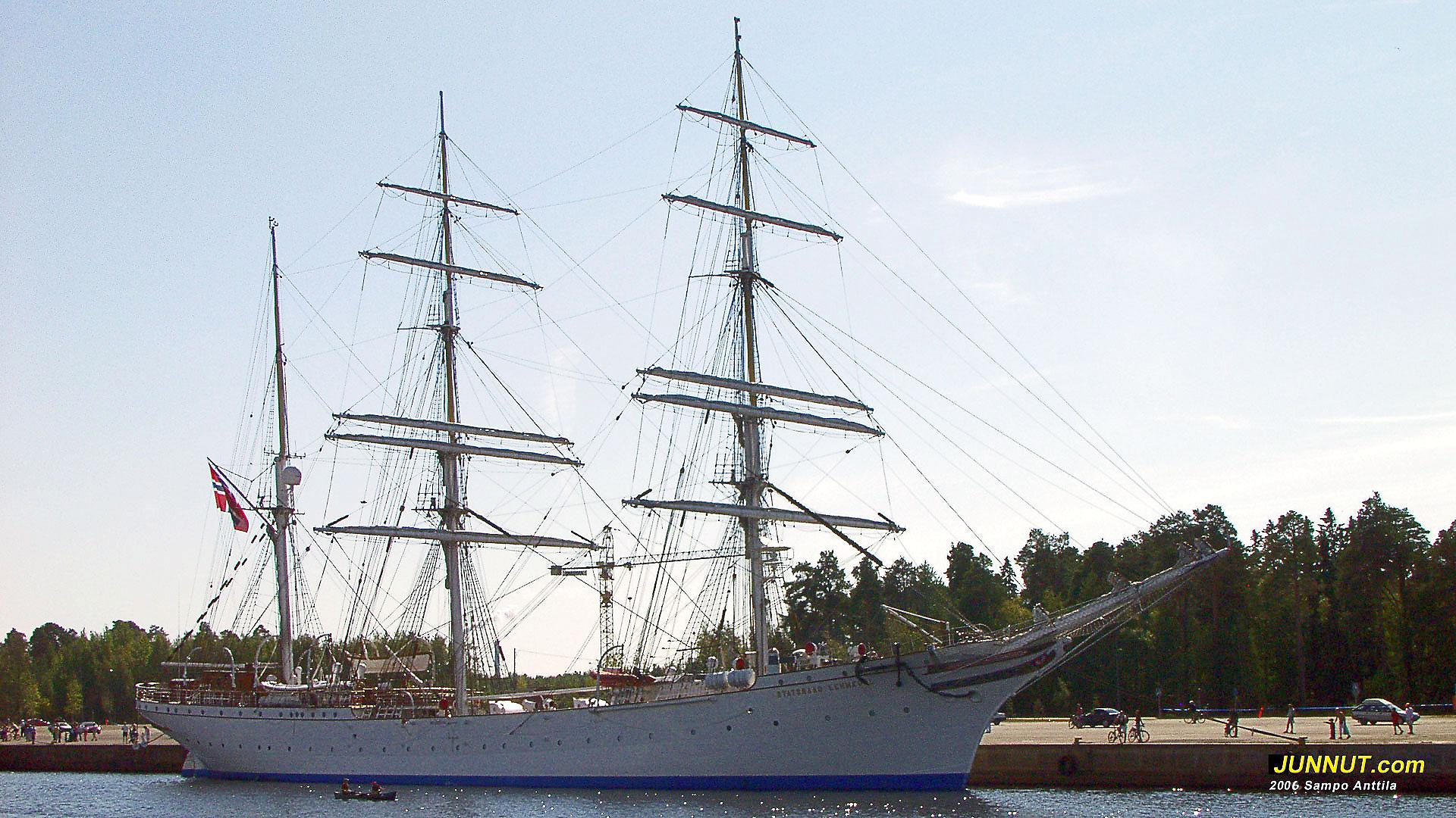 Kolmimastoinen purjealus Statsraad Lehmkuhl v. 2006 Oulussa Toppilan satamassa