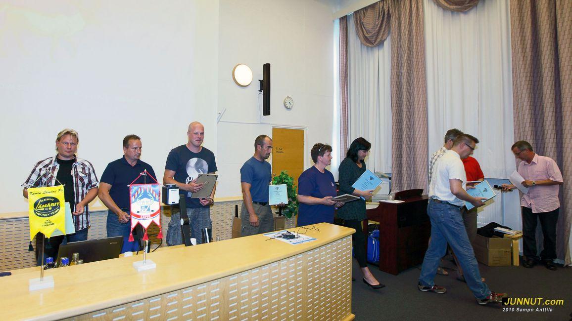 Vuoden 2010 ansioituneita seuratoimijoita palkittiin kunniakirjoin