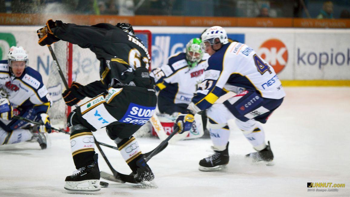 Petr Tenkrat avasi kauden maalitilinsä Kärpät - Blues ottelussa 20.11.2010