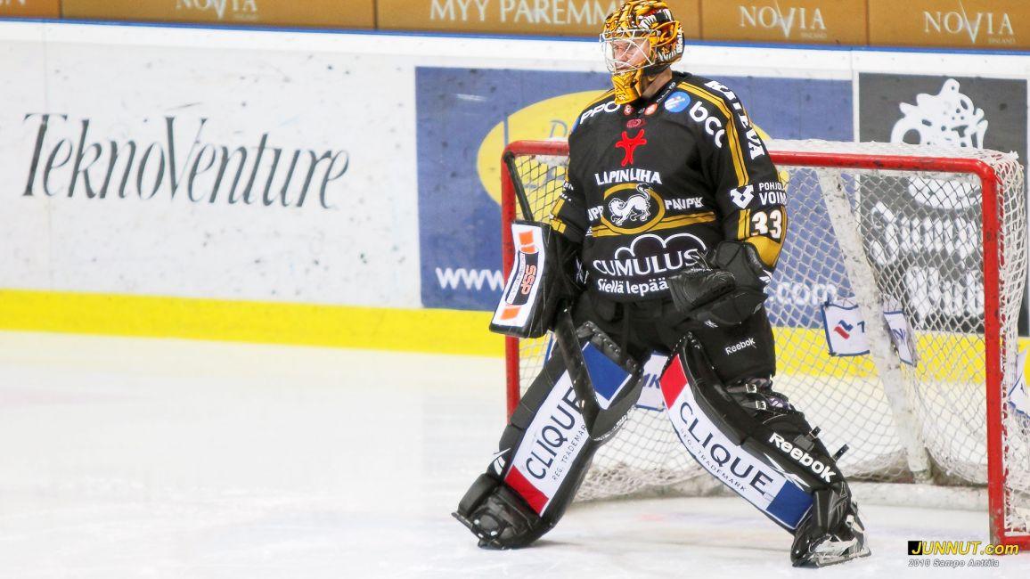 Maalivahti Ville Hostikka, Oulun Kärpät, SM-liigaottelussa 27.11.2010 Kärpät - Lukko