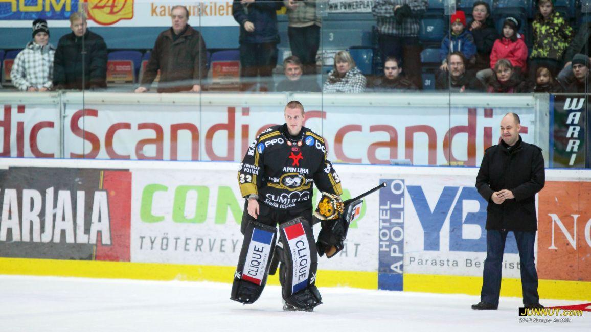 Maalivahti Ville Hostikka palkittiin Kärpät - Lukko ottelussa 27.11.2010