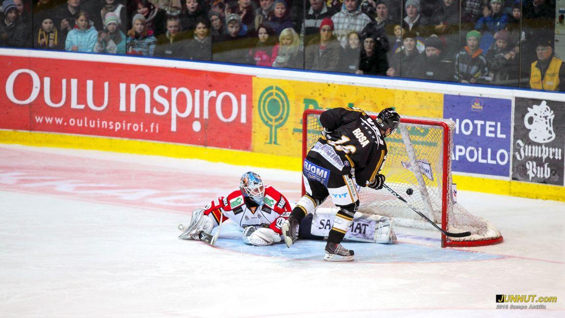 Pavel Rosa ratkaisi voittomaalikilpailun Kärpille Kärpät - Jokerit SM-liigaottelussa: - junnut.com 4.12.2010