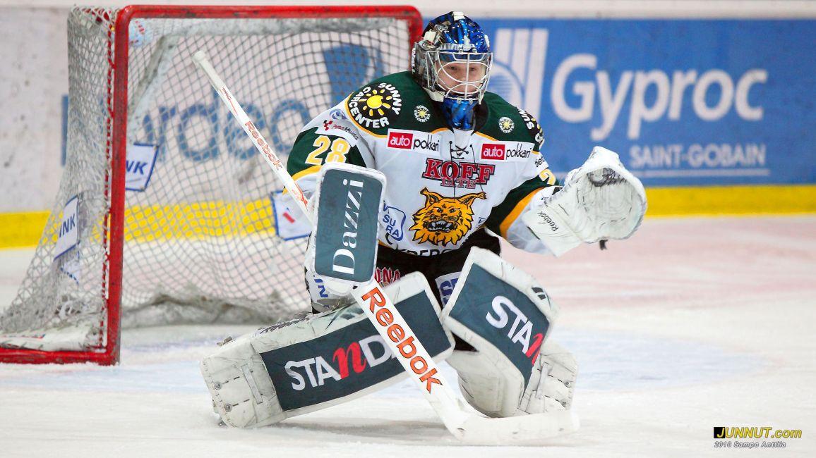 Maalivahti Juha Metsola #28, Ilves 6.1.2011 Kärpät - Ilves SM-liigaottelussa