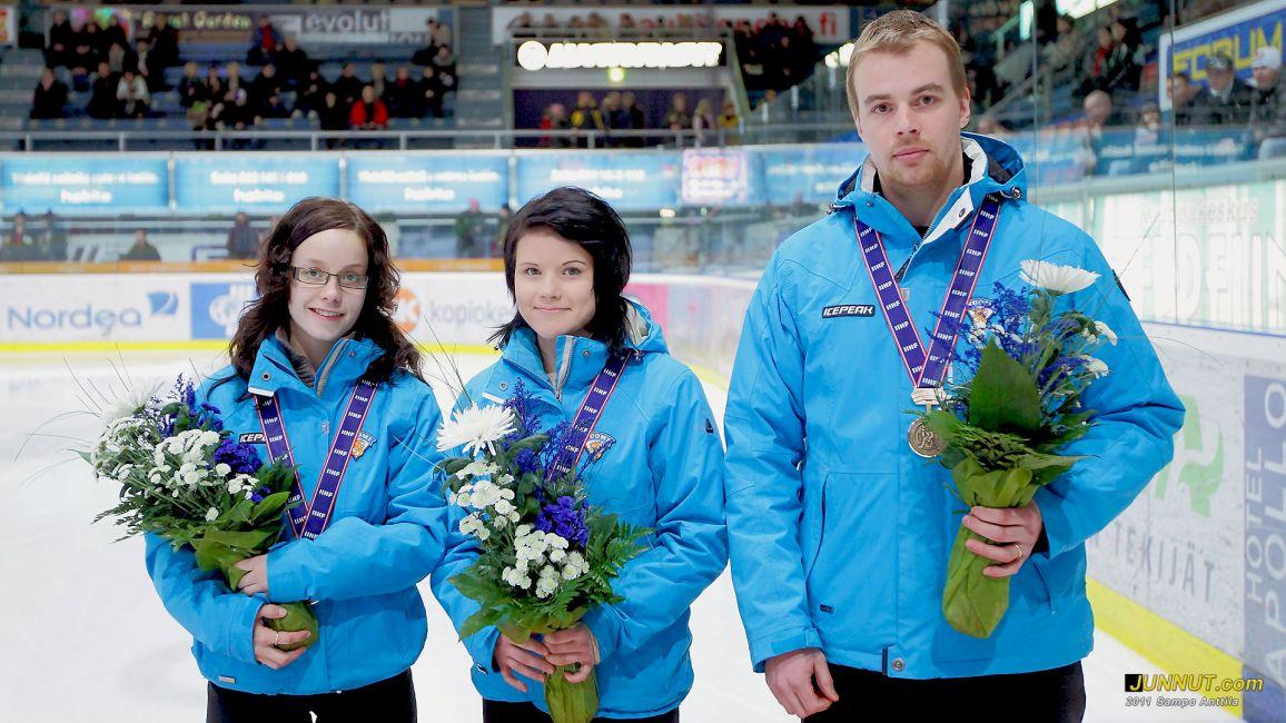 Oulun Kärpät 46 ry kukitti pronssimitalistit SM-liigaottelun erätauolla 11.1.2011