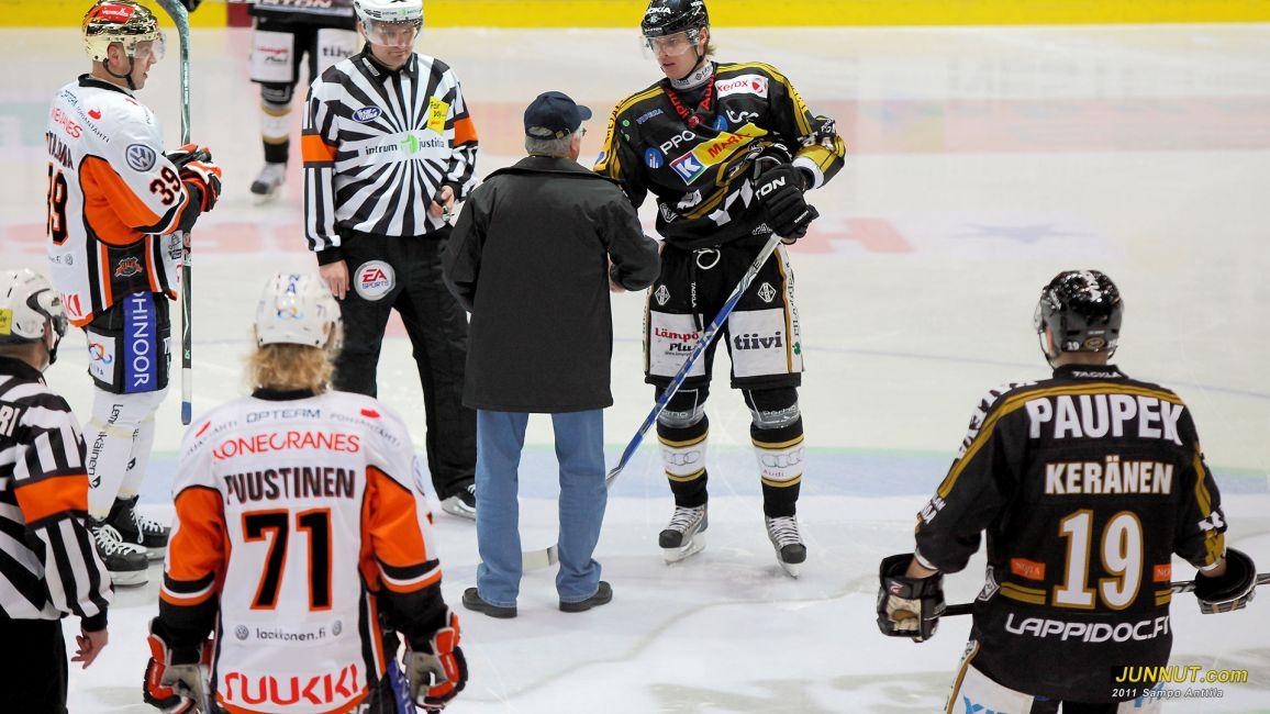 Tästä se alkaa. Kärpät - HPK SM-liigaottelu 15.1.2011