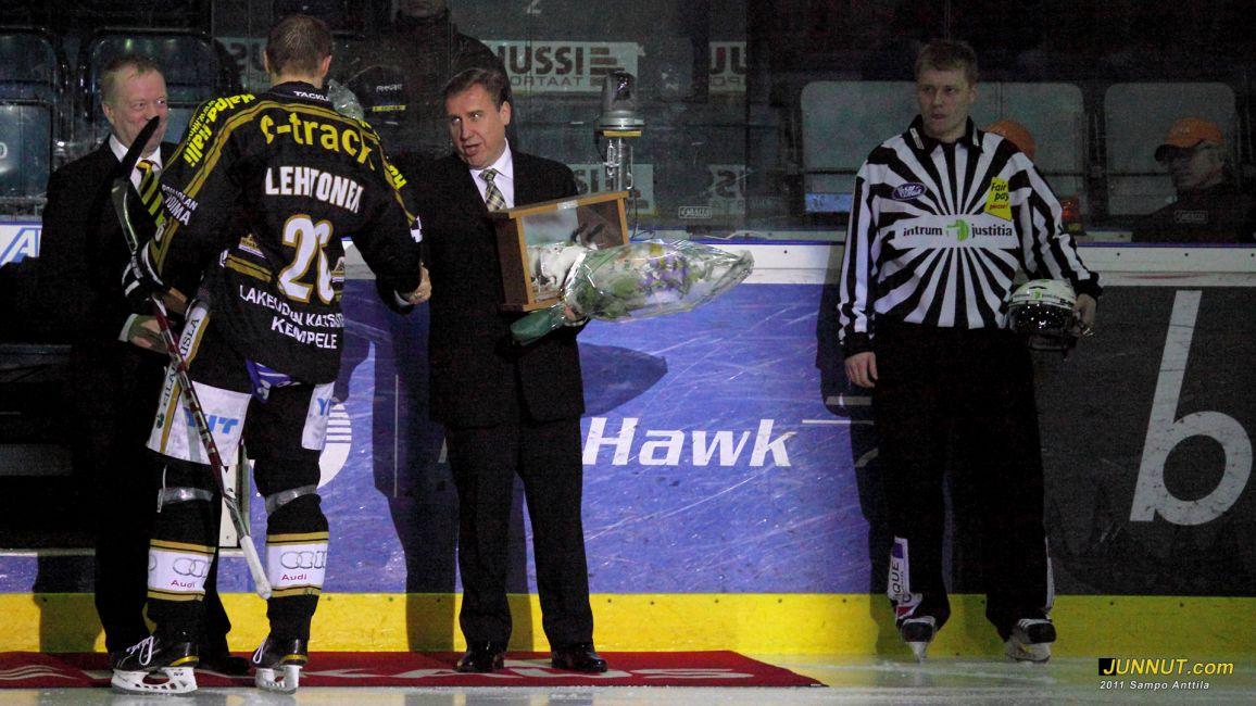 Mikko Lehtonen, Oulun Kärpät. 400 SM-liigaottelua pelattuna 28.12.2011