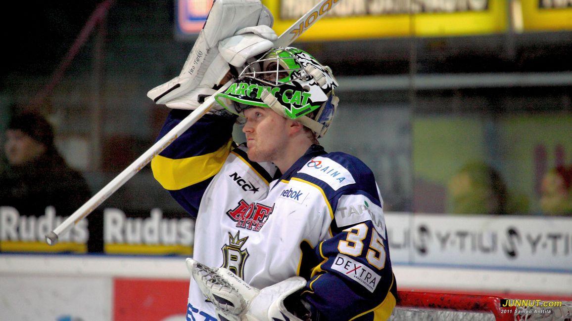 Maalivahti Iiro Tarkki, Blues 27.1.2011 Kärpät - Blues, SM-liigaa