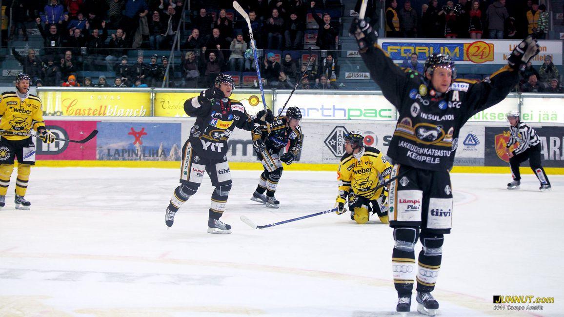 Mikko Lehtonen tuulettaa 3 - 1 maaliaan (Kamil Kreps), 5.2.2011 Kärpät - SaiPa SM-liigaa Oulussa