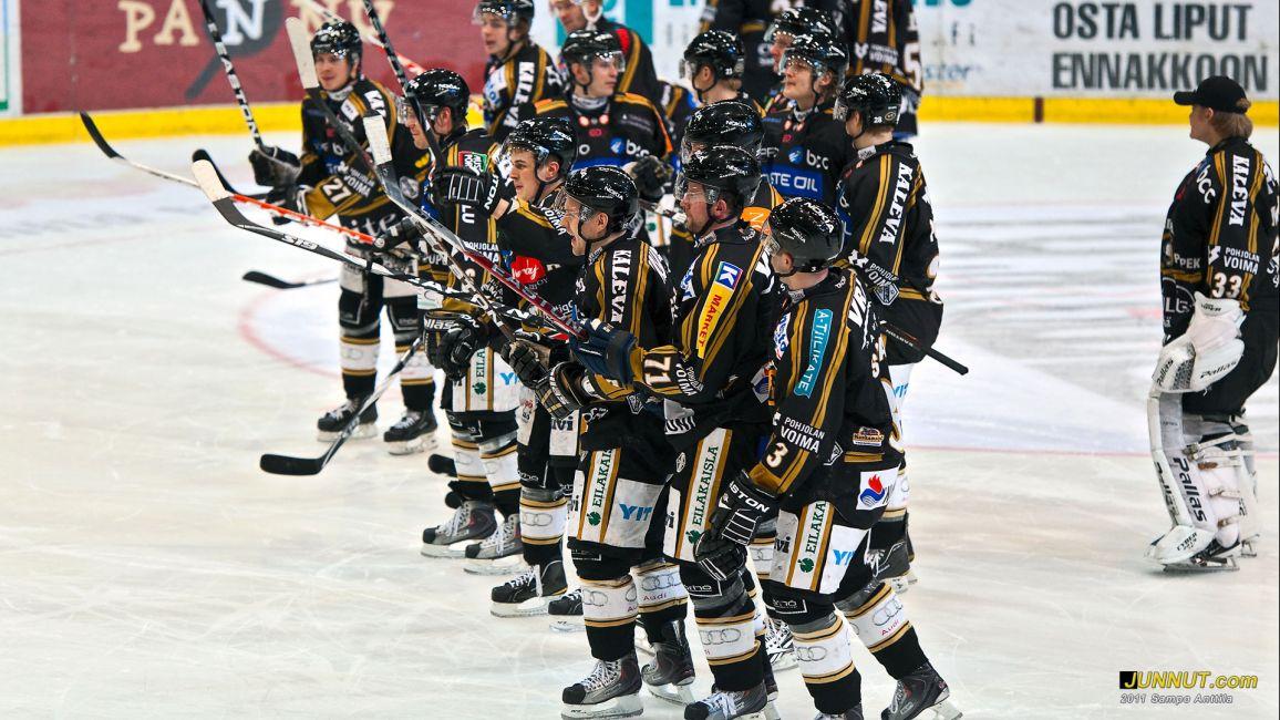 Oulun Kärpät 5.2.2011 voittoisan Kärpät - SaiPa jälkeen