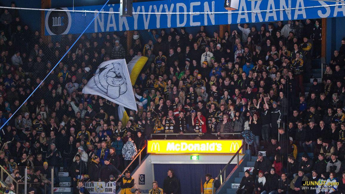 Kärppien Fanikatsomo on ollut kauden aikana hyvin mukana kaikissa Kärppä-otteluissa. Kärpät - Blues SM-liiga 15.3.2011