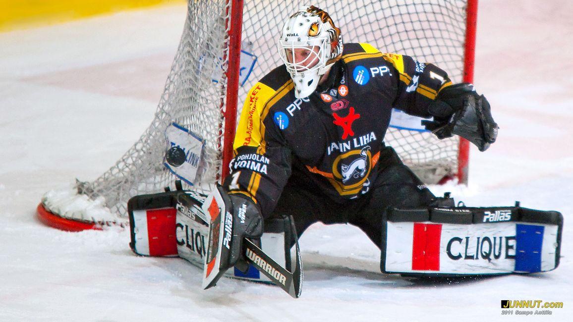 Maalivahti Ville Hostikka, Oulun Kärpät 15.3.2011 - Kärpät - Blues SM-liiga, playoffs