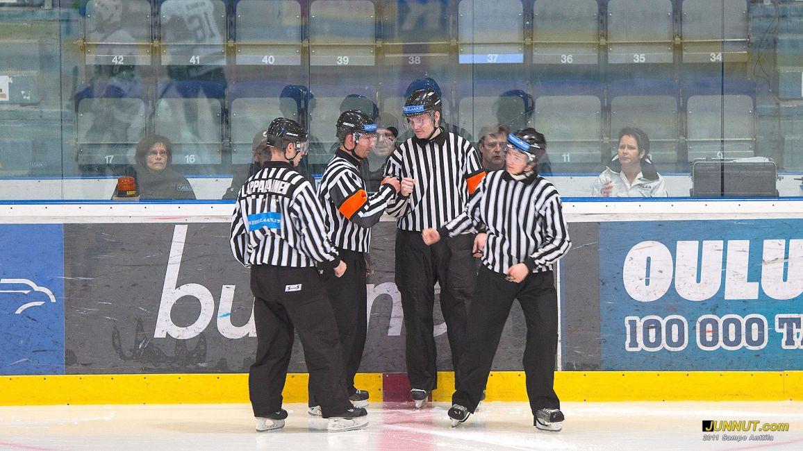 Tuomarit 16.3.2011 B-nuorten SM-sarjan välieräottelussa Kärpät - TPS