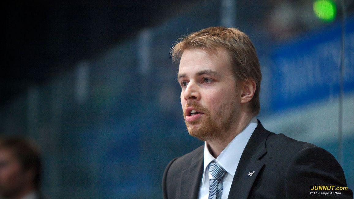 Päävalmentaja Lauri Merikivi, Oulun Kärpät 16.3.2011 B-nuorten välieräottelussa Kärpät - TPS