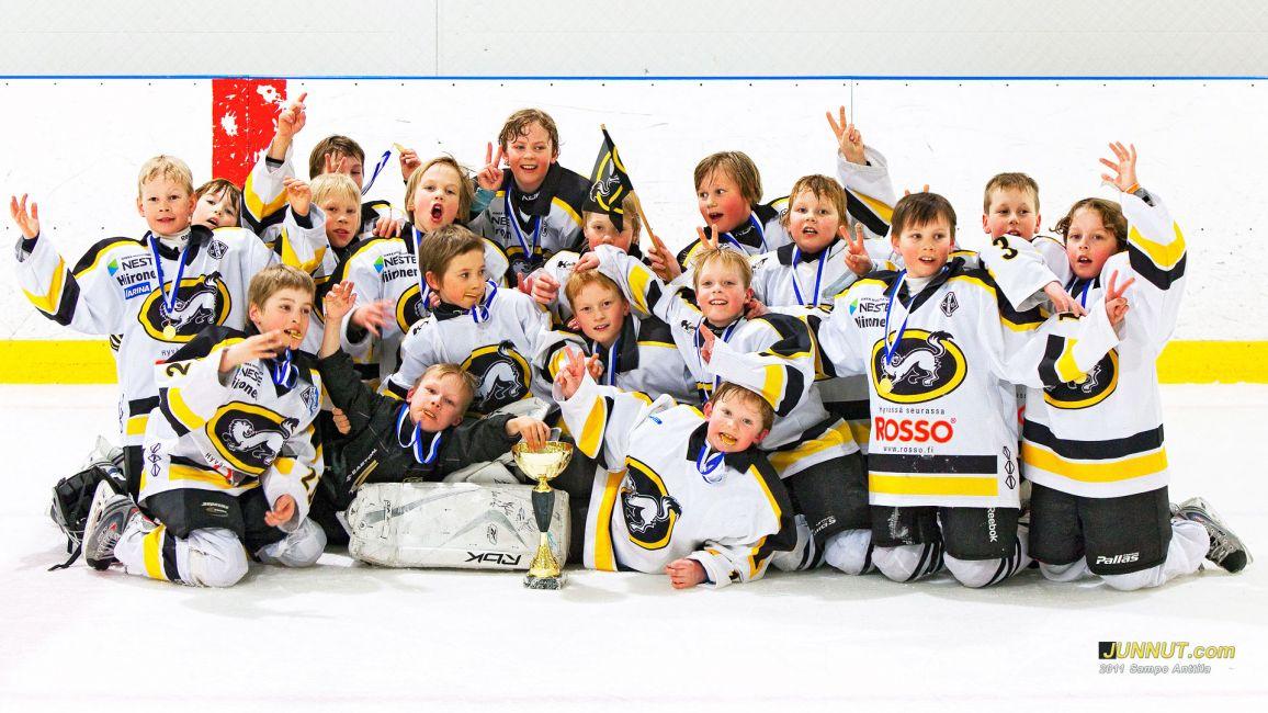 Oulun Kärpät F2001 joukkue voitti oman sarjansa Tulevaisuuden Tähdet Turnauksessa