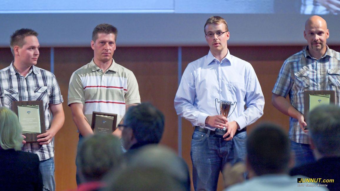 Kauden parhaat palkittiin Jääkiekkopäivillä 14.8.2011 Junnut.com