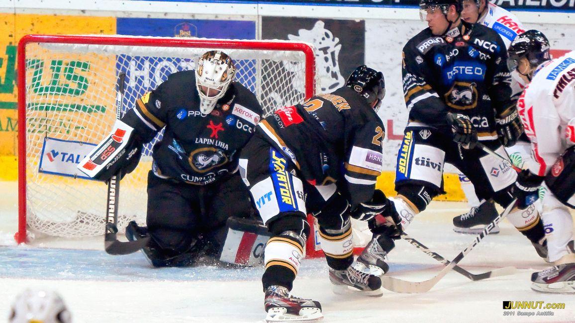 Maalivahti Ville Hostikka, Oulun Kärpät 17.9.2011, JUNNUT.com