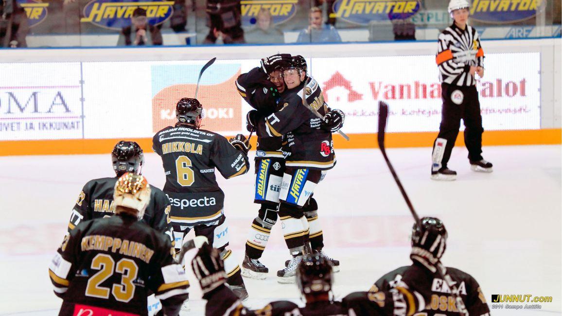 72 Joonas Donskoi ratkaisi voittomaalilaukauksella 30.9.2011 JUNNUT.com