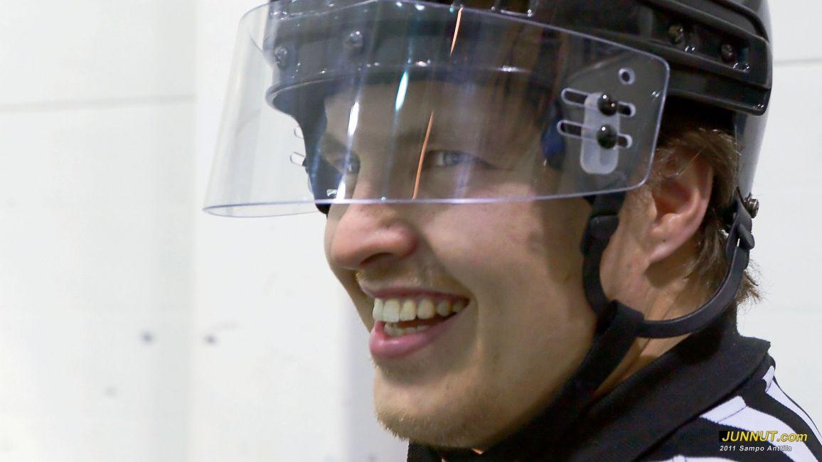 Erotuomari Antti Heikkilä 15.10.2011. JUNNUT.com