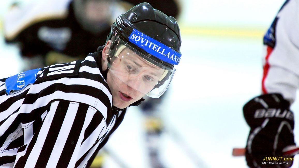 Erotuomari Timo Malinen, 16.10.2011. JUNNUT.com