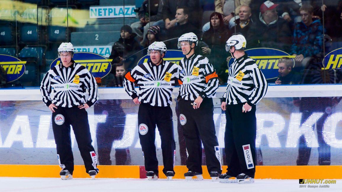 Teemu Sorakangas, Vesa Keränen, Stefan Fonselius ja Timo Malinen 22.10.2011 JUNNUT.com