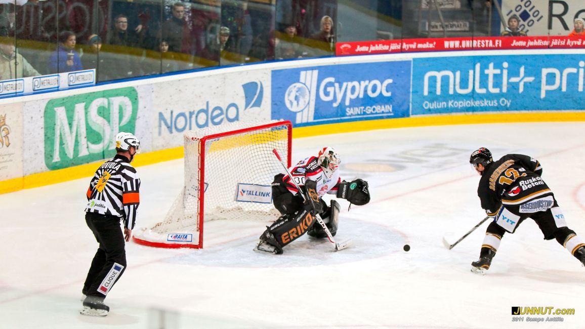 Pekka Saarenheimo Kärpät - Ässät 3.12.2011 SM-liiga. JUNNUT.com
