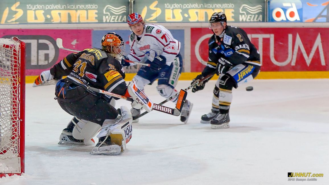 Maalivahti Johan Backlund, Oulun Kärpät 17.2.2012 JUNNUT.com