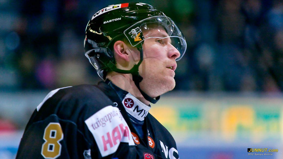 # 8 Ville Mäntymaa, Oulun Kärpät 17.2.2012 JUNNUT.com