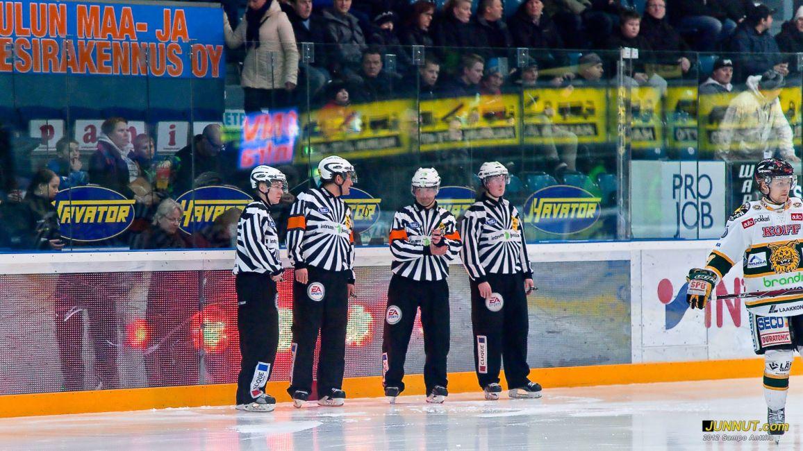 Timo Malinen, Jukka Hakkarainen, Vesa Keränen, Teemu Sorakangas 28.2.2012 Kärpät - Ilves tuomarit. JUNNUT.com