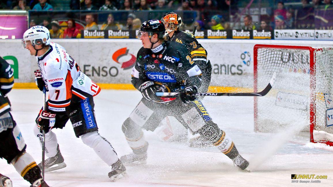 Kärpät - HPK SM-liigaa 3.3.2011 JUNNUT.com
