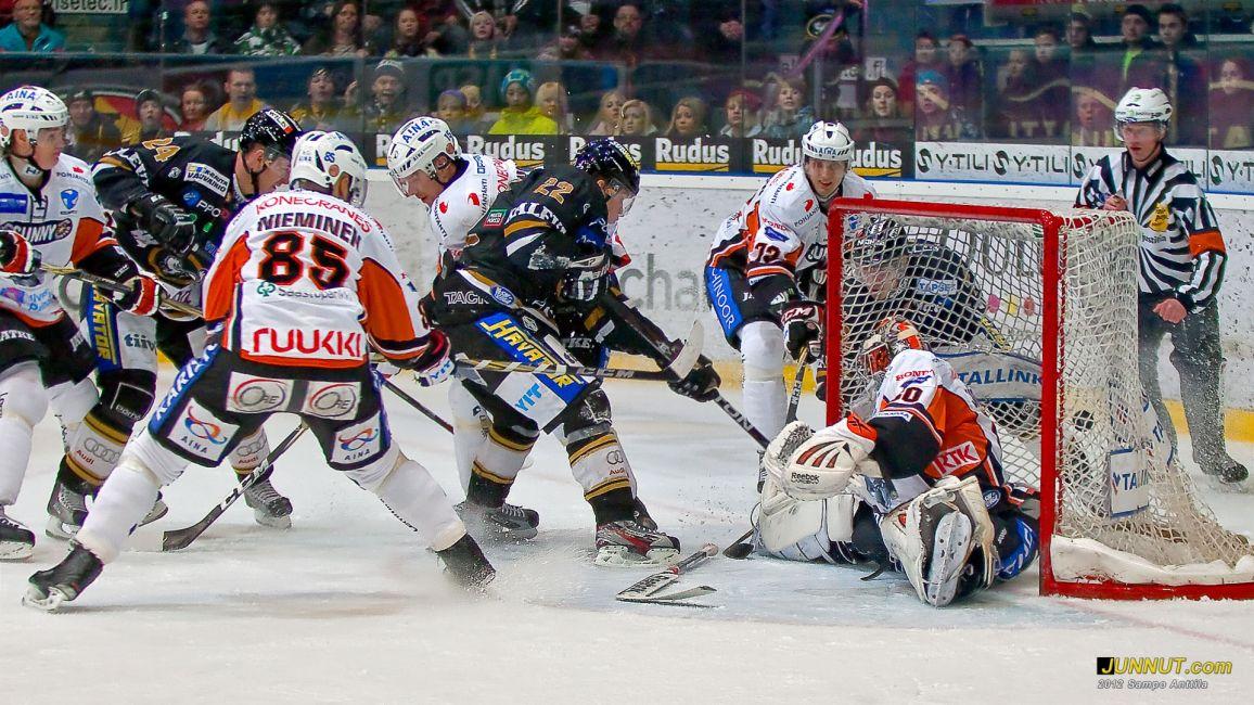 # 22 Miikka Salomäki, Oulun Kärpät 3.3.2012 JUNNUT.com