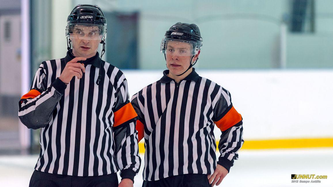 Päätuomarit Toni Eero ja Joonas Kova 24.3.2012 JUNNUT.com