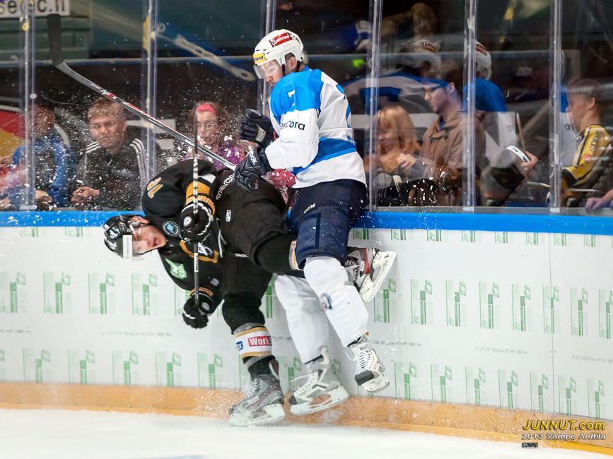 Ben Macwell, Oulun Kärpät ja Tomas Slovak, HC Škoda Plzeò  30.8.2013