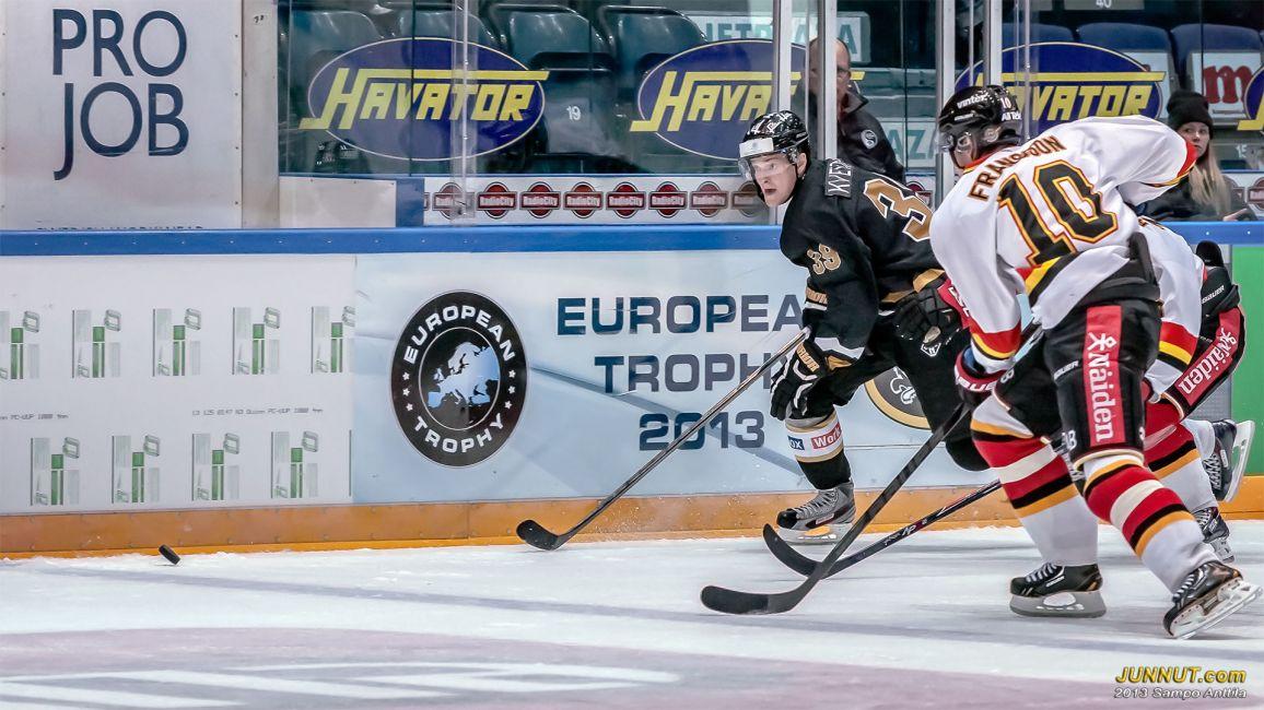 David Kveton pelasi kärppäpaidassa European Trophyssä numerolla 39, Kärpät - Luleå 6.9.2013