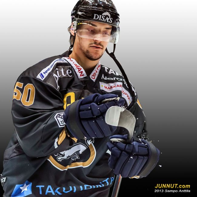 # 50 Hyökkääjä Juhamatti Aaltonen, Oulun Kärpät 12.10.2013