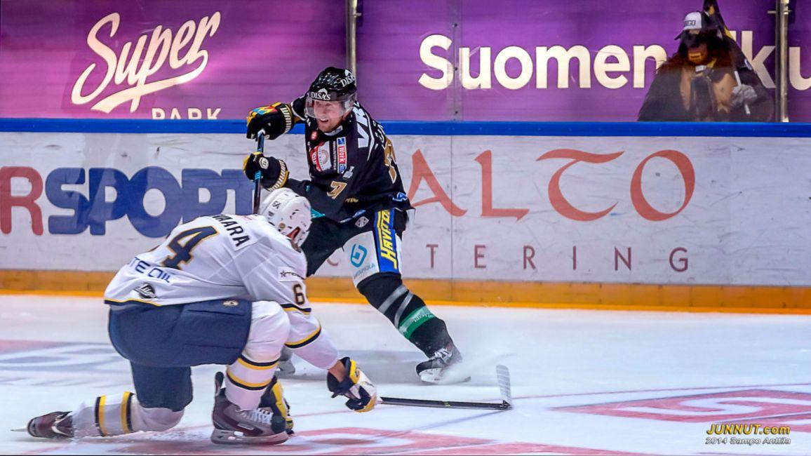 71 Ivan Huml, Oulun Kärpät ja 64 Olli Malmivaara, Espoo Blues