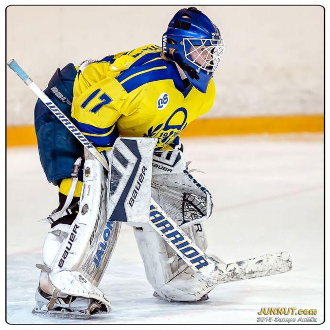Lukon maalivahti Lassi Lehtinen torjui 45 kertaa ja pelasi nollapelin.   19.3.2015 Kärpät - Lukko, C-nuorten SM-playoff