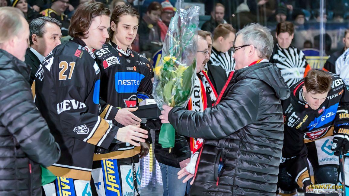 Antti Kalapudas, Sebastian Aho ja Jesse Puljujärvi kukitettiin U20 Nuorten Mailman Mestaruudesta