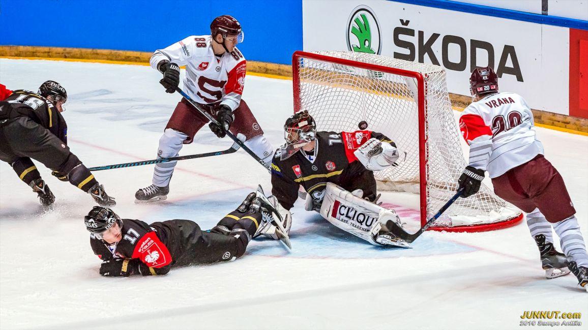 63:33 Sparta Prahan Miroslav Forman iski jatkoajan ratkaisumaalin 0 - 1 ja pudotti Kärpät jatkosta yhteistuloksella 1 - 2.