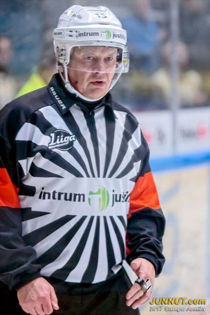 15 Jari Levonen, päätuomari Jääkiekon SM-Liiga