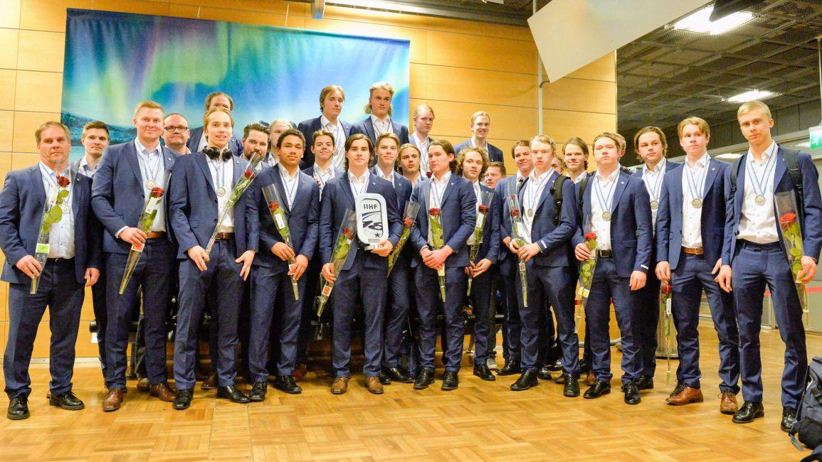 Hopaejoukkueen kotiinpaluu 24.4.2017. Kuva Jukka Salminen/Leijonat.fi