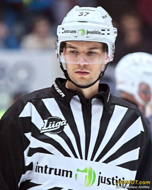 Linjatuomari Jussi Thomann